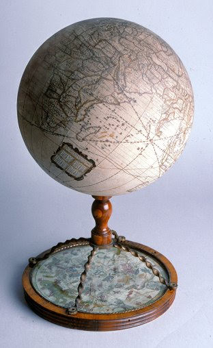 Immobile English globe on stand