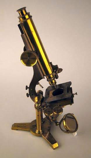 Charles Darwin's achromatic microscope