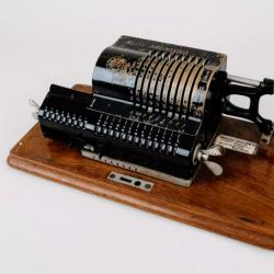 Brunsviga calculating device