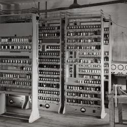 Electronic Delay Automatic Storage Calculator (EDSAC) in Cambridge