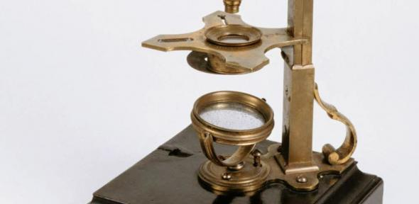 Detail of side-pillar microscope