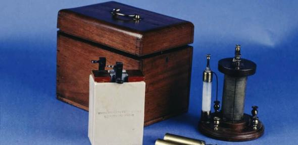 English electro-galvanic machine in closed wooden box